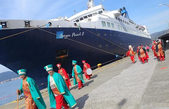 Marmaris'e sezonun ilk gemisi yanaştı