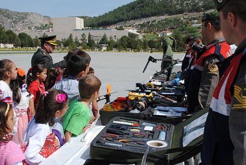 Jandarma'ya okul ziyaretleri