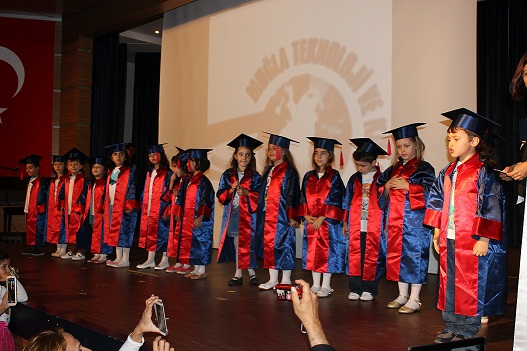 TEK Kolejinden mezuniyet coşkusu