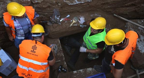 1600 yıllık mezar bulundu