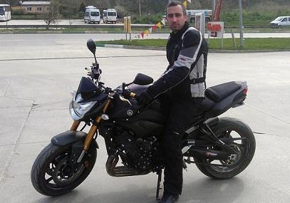 Bariyerlere çarpan motosikletçi kurtarılamadı