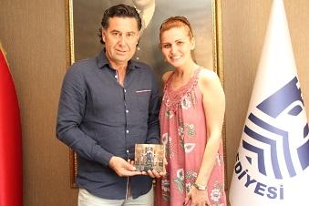 İlk albümünü Kocadon'a hediye etti