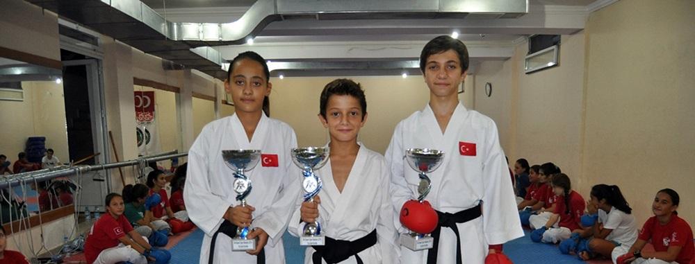 Bodrumlu karateciler 3 birincilikle döndü