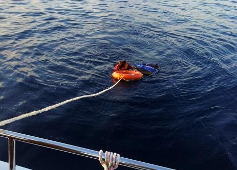 İnsan kaçakçısı denizden kaçmaya çalıştı