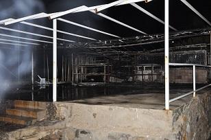 Yangın restoranı küle çevirdi