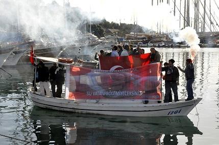 Uludere anmasına denizden protesto