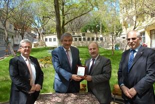 Başkan Işık'a Eğitime Katkı Ödülü