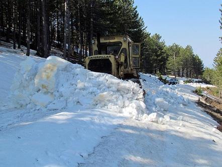 Büyükşehir, Nisan'da kar mücadele verdi