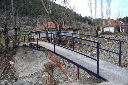 Menteşe Belediyesi köprüleri kuruyor