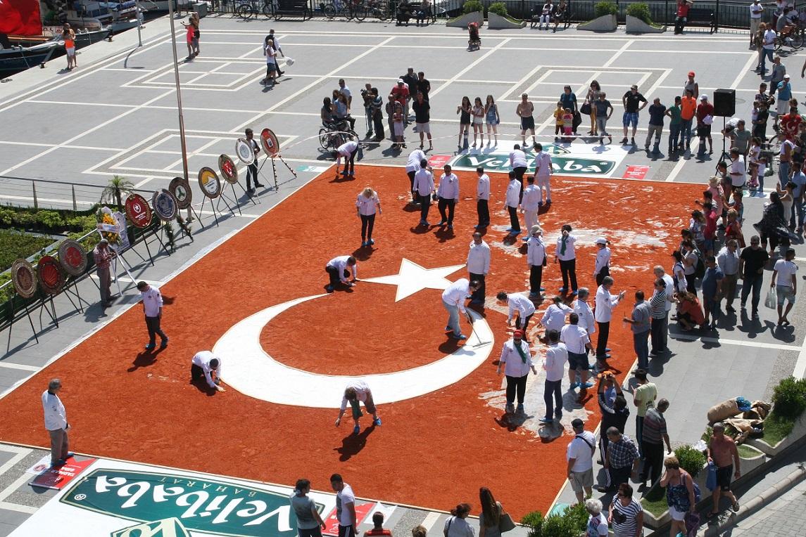 Dünyanın en büyük baharattan bayrağı