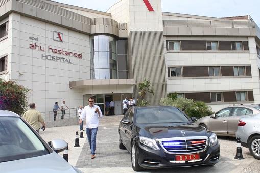 Bakan'dan saldırıya uğrayan AK Partili üyeye ziyaret