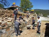 Caminin yıkılan duvarı yapıldı