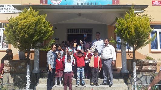 Köy okullarına oyuncak sürprizi