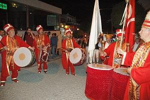 Turistler Mehteran'la karşılandı