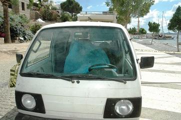 Minibüsün içinde ölü bulundu