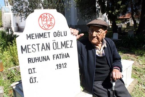 Ölmeden mezar taşını yaptırdı!