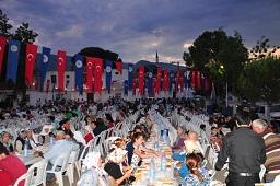 Milas Belediyesi'nin iftarları sürüyor