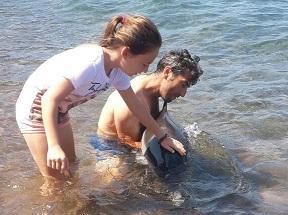 Yunus, yardım için kendini karaya attı