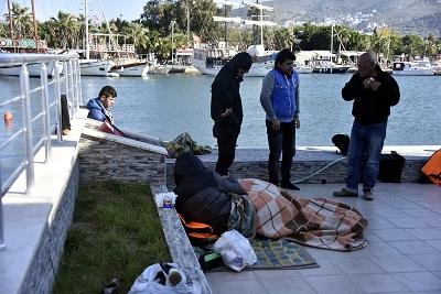 Göçmenleri taşıyan bot battı: 15 kayıp