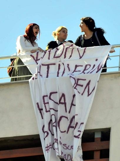 Çatıda protesto eylemi