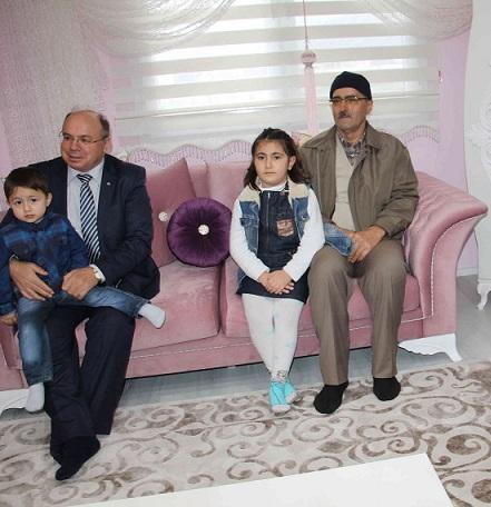 Şehit polisin evi ailesine teslim edildi