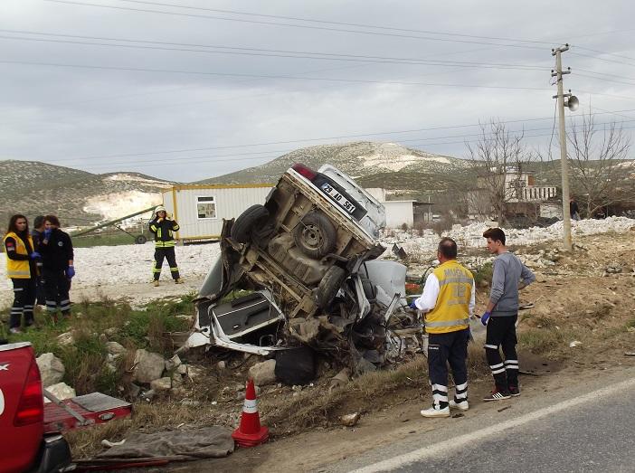 Araç hurda yığınına döndü: 2 ölü, 2 yaralı