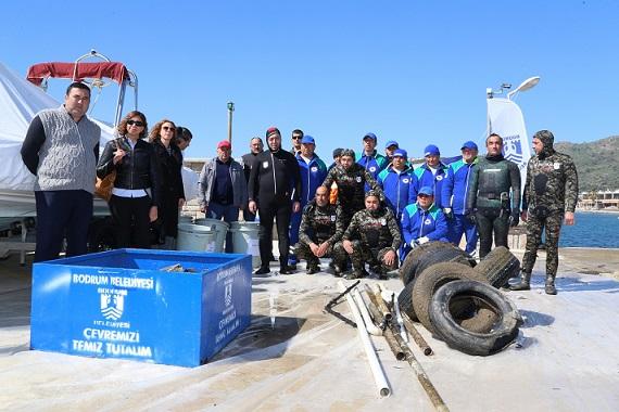 Deniz debi temizliği Ortakent'te devam etti