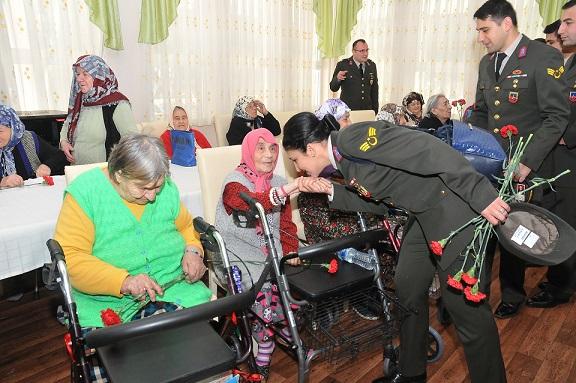 Jandarma, yaşlıları unutmadı
