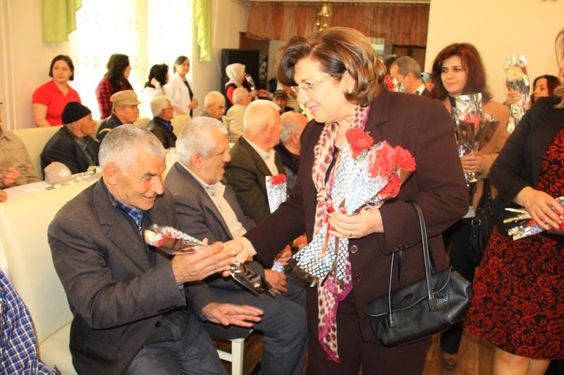 Yaşlılar gönüllerince eğlendi