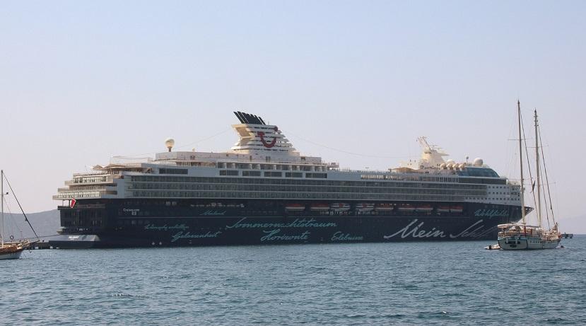Denizden 30 bin turist getirdi