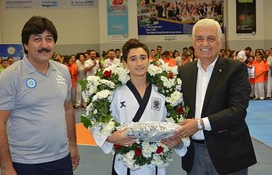 Başkan Gürün'den Dünya İkincisi Sporcuya Ödül