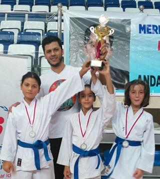 Menteşeli karateciler 10 madalya döndü