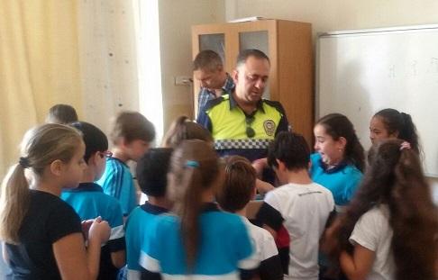 Polisten öğrencilere lokum gibi eğitim