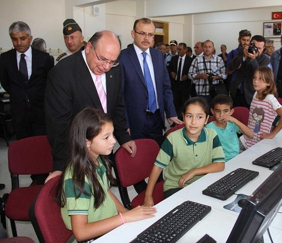 Anadolu Başsavcısı Tosun'dan Seydikemer'e 330 bilgisayar