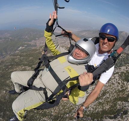Vali Çiçek, Muğla turizmi için her şeyi yapıyor Kendini bin 700 metreden gökyüzüne bıraktı!