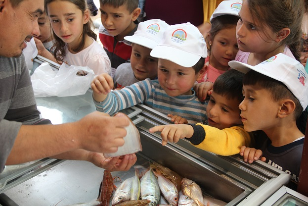 Öğrenciler balıkları ve balıkçılığı tanıdı