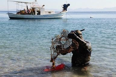 Denizden 150 kilo çöp çıktı