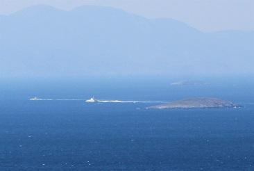 Türk ve Yunan botları karşı karşıya geldi