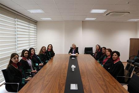 Kadın avukatlardan şiddete kınama