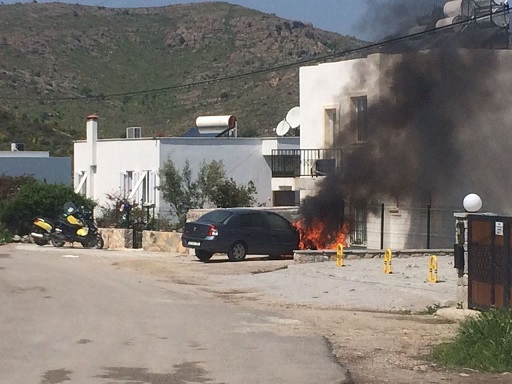 Araç park halindeyken yandı