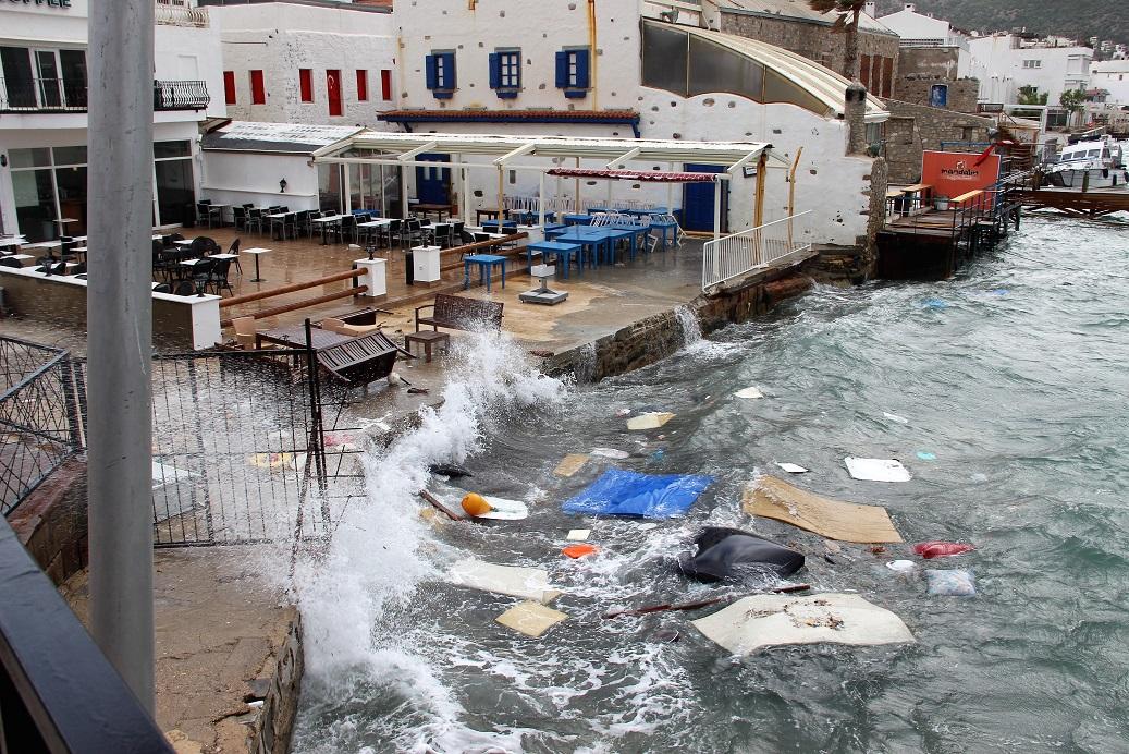 Fırtına Bodrum'da zor anlar yaşattı