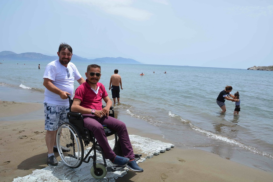 Büyükşehir'den Engelsiz Plaj partisi