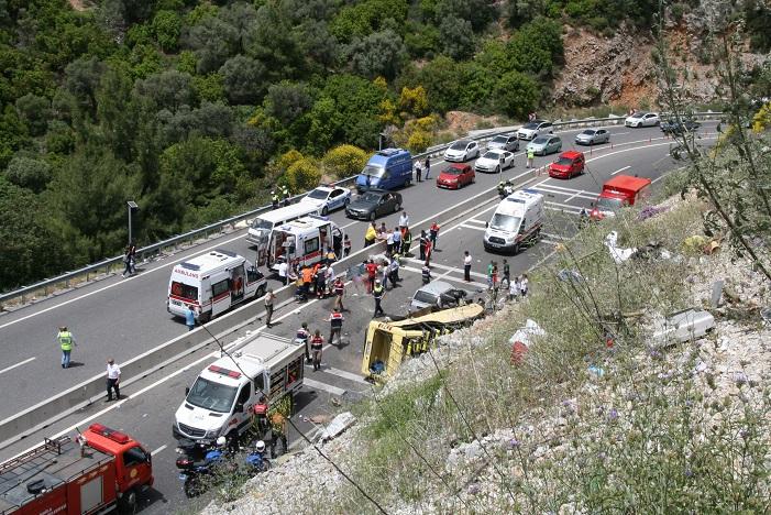 Katliam gibi kaza: 23 ölü, 11yaralı