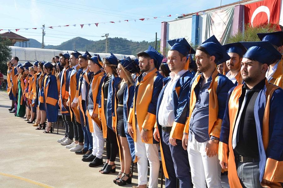 OMYO'da mezuniyet sevinci