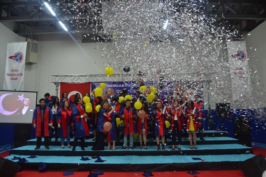 TEK'de mezuniyet sevinci