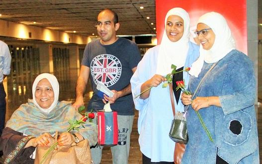 Araplar çiçeklerle karşılandı