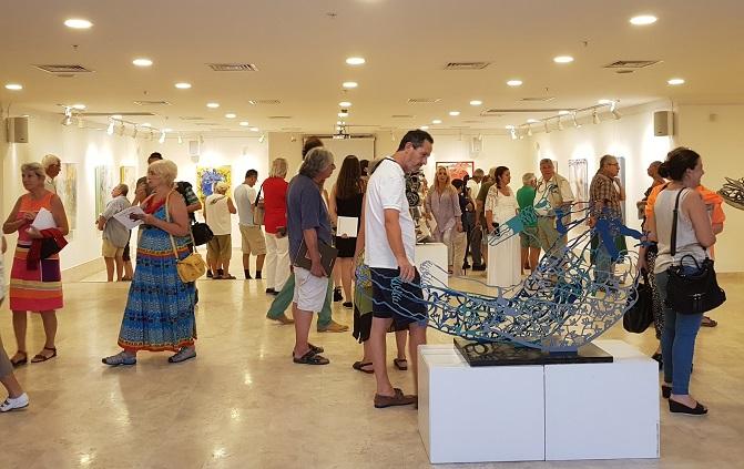 Hanefi Yener sergisini açtı
