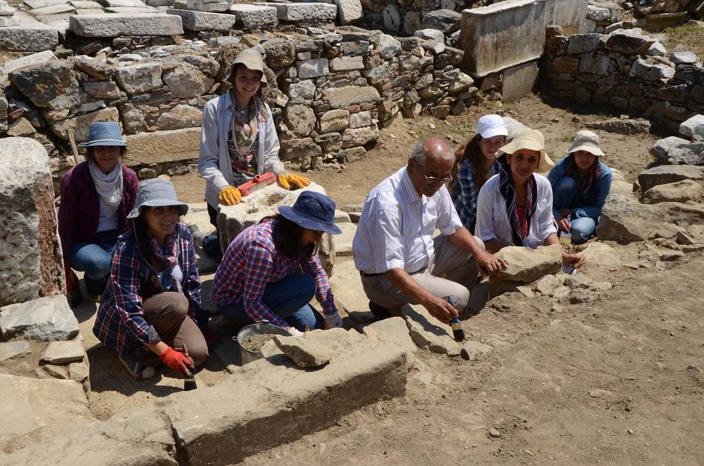 Demir, Stratonikeia kazılarını inceledi