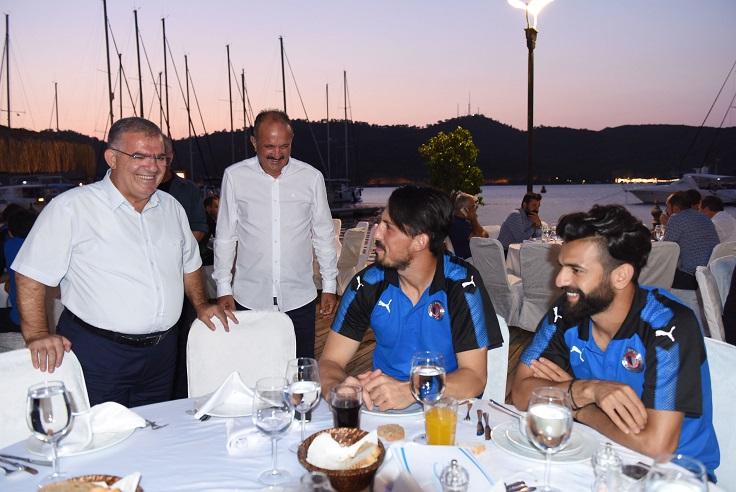 Saatcı'dan Fethiyespor'a moral yemeği