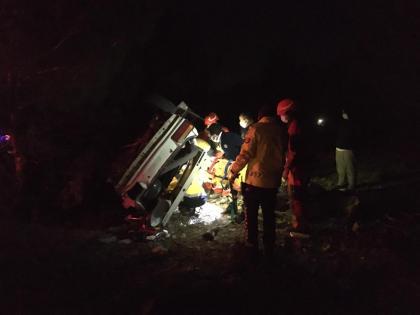 Muğla'da devrilen otomobilin altında kalan sürücü kurtarıldı